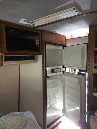 1989 Ford Chinook Camper For Sale in Stuart, Florida